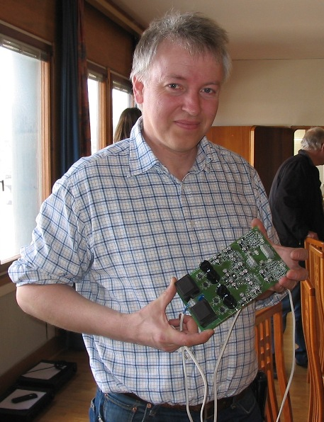 Per-Anders Sjöström holding an ultra high performance headphone amplifier, QRV08 with super regulators